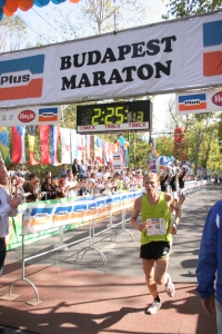 maratoni bevételek az interneten)