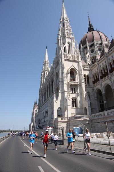 A női félmaratonisták között a Szegedi Mókusok voltak a leggyorsabbak az  OTP Margitsziget és a Vasas Gumika B előtt a2916aa6dc