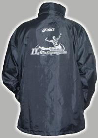 3d8b890c03 Minden indulót a képen látható Asics dzsekivel lepünk meg, hogy örök  emlékük legyen a Balaton Szupermaratonról.