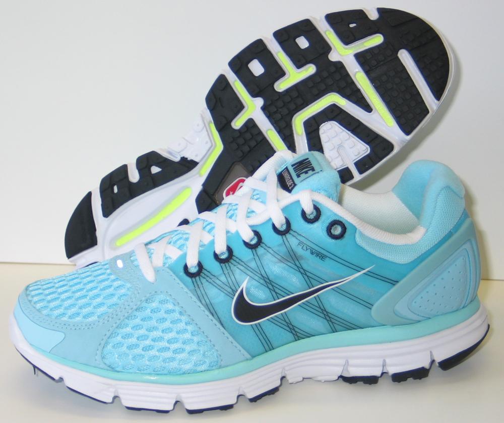 Új termékek a Spuri Futóboltban  lélegző Nike Lunarglide +2 ... 89b5538b72